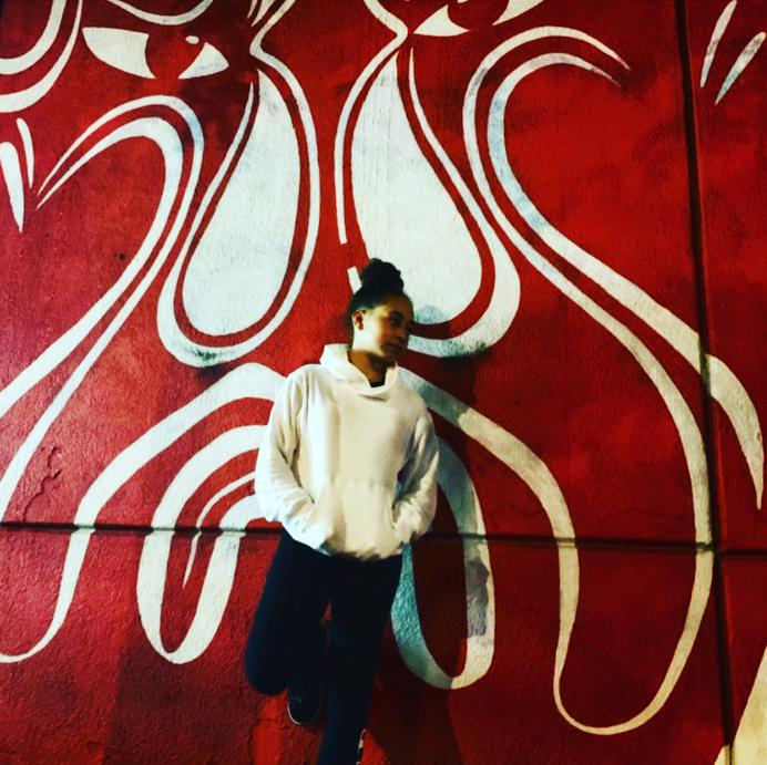 Cette œuvre murale est dans le Quartier chinois de Montréal. «Normalement, beaucoup de personnes vont là, observe Djélahni. Avant, j'allais souvent avec mes parents dans les restaurants, les magasins. Là, j'y suis allée et il n'y avait presque personne.»