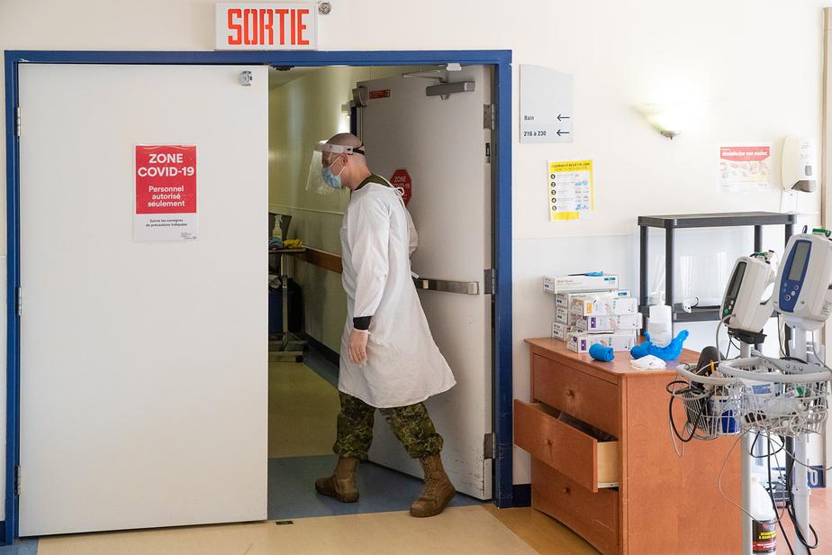Ces derniers mois, lessoldats du 12eRégiment blindé deValcartier représentaient environ le tiers du millier de membres des forces envoyés d'urgence dans des CHSLD de la région montréalaise, dont une quarantaine au CHSLD de la Rive.