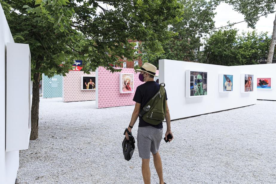 Peu importe l'heure de la journée ou les conditions météo, les visiteurs peuvent déambuler dans la salle à ciel ouvert afin de découvrir et de contempler les œuvres originales des artistes. Évidemment, des mesures sanitaires sont mises en place pour s'assurer de la sécurité de chacun.