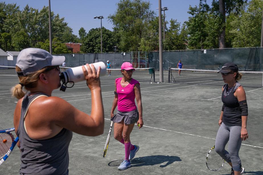 Pour s'activer et réchauffer son corps, rien de mieux qu'une corde à danser, préconise Martin Laurendeau. L'exercice est complet, rapide, abordable et particulièrement adapté aux exigences physiques du tennis.