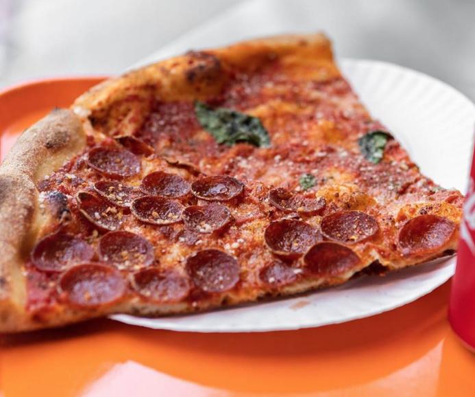 Pizza Toni, le nouveau projet de l'équipe qui nous a donné le populaire Falafel Yoni, propose des pizzas à la pointe de style new-yorkais.