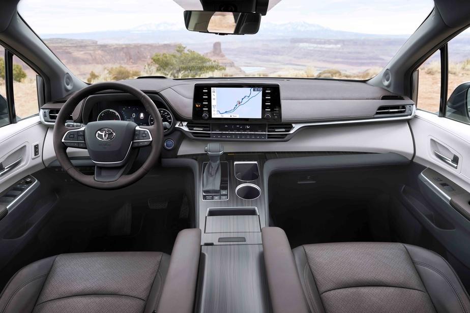 Vue du tableau de bord de la Toyota Sienna