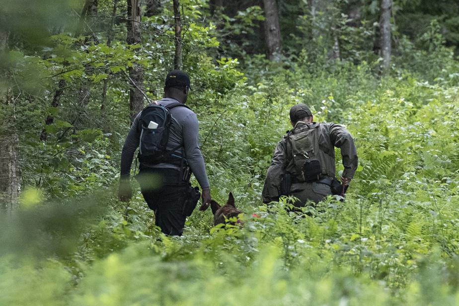 Les recherches de la police se poursuivent pour retrouver le fugitif Martin Carpentier.
