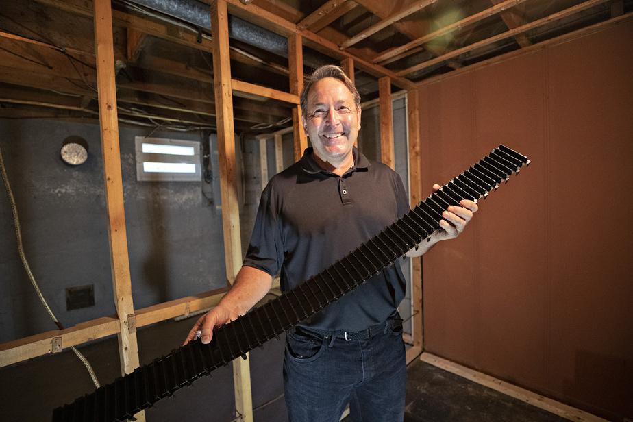 Jim MacDonald, entrepreneur général depuis 38ans et demi, a conçu la lisse ventilée Teksill.