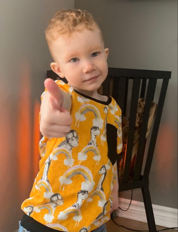Nolan, le fils de Carolyne Bilodeau, est bien content de sa nouvelle tête. «C'est mon conjoint qui a coupé les cheveux de notre fils de 3ans. C'est bien réussi!», dit-elle.