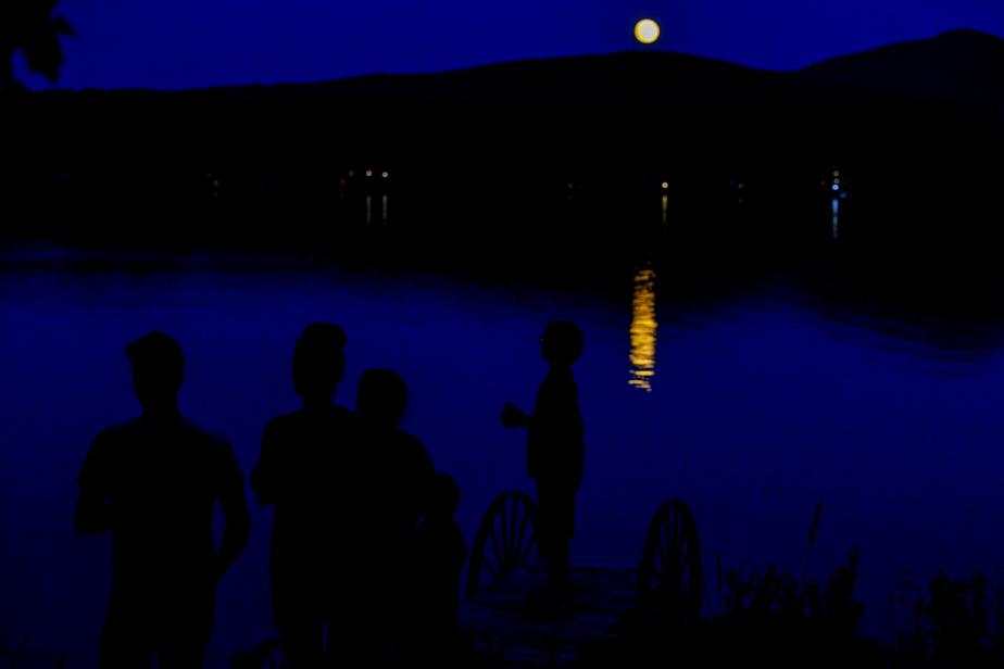 Pleine lune sur le lac Selby à Dunham