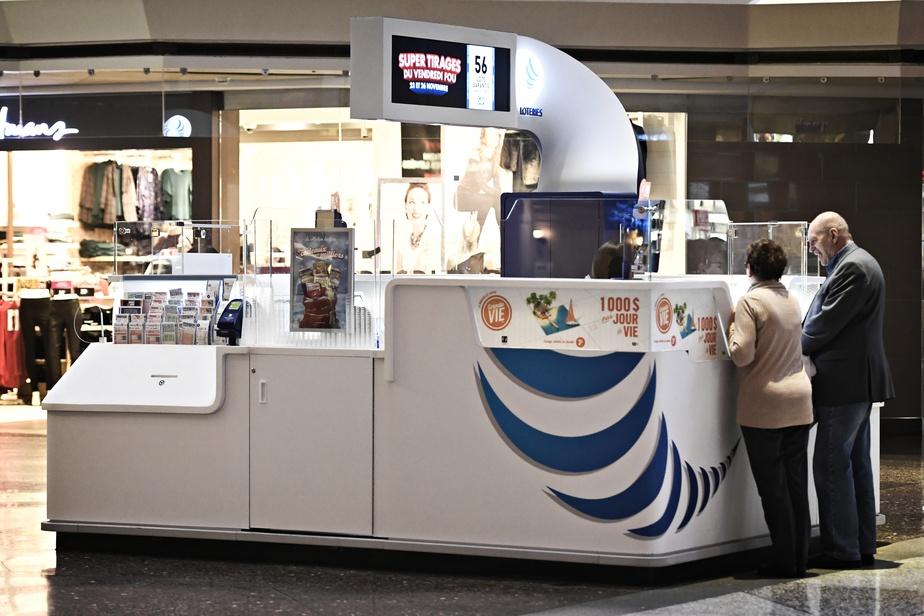 Loto-Québec suspend sa vente de loterie physique