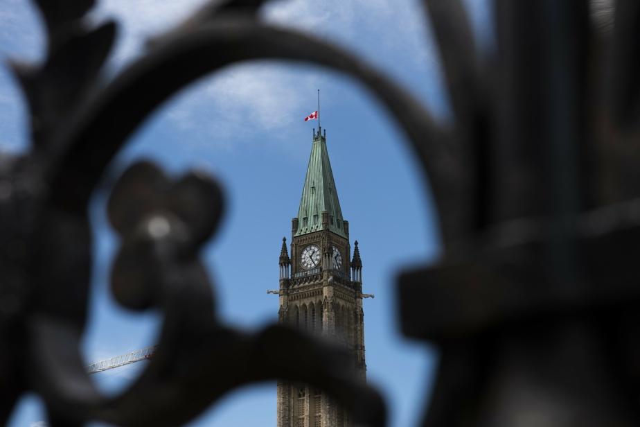 Pensionnats autochtones: le Canada bouleversé, Trudeau promet des