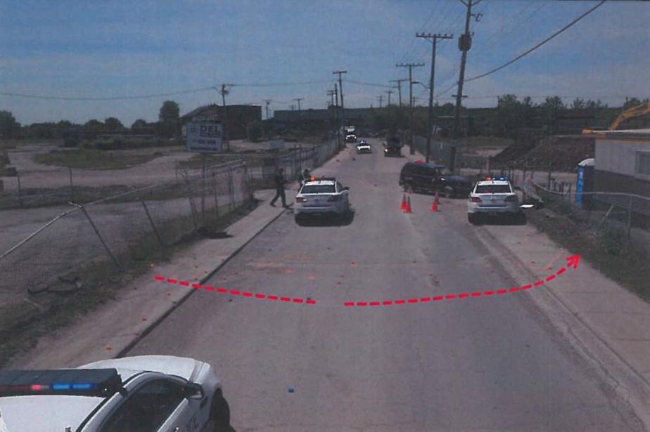 Déplacement en marche arrière du véhicule de NoamCohen après la collision avec la clôture