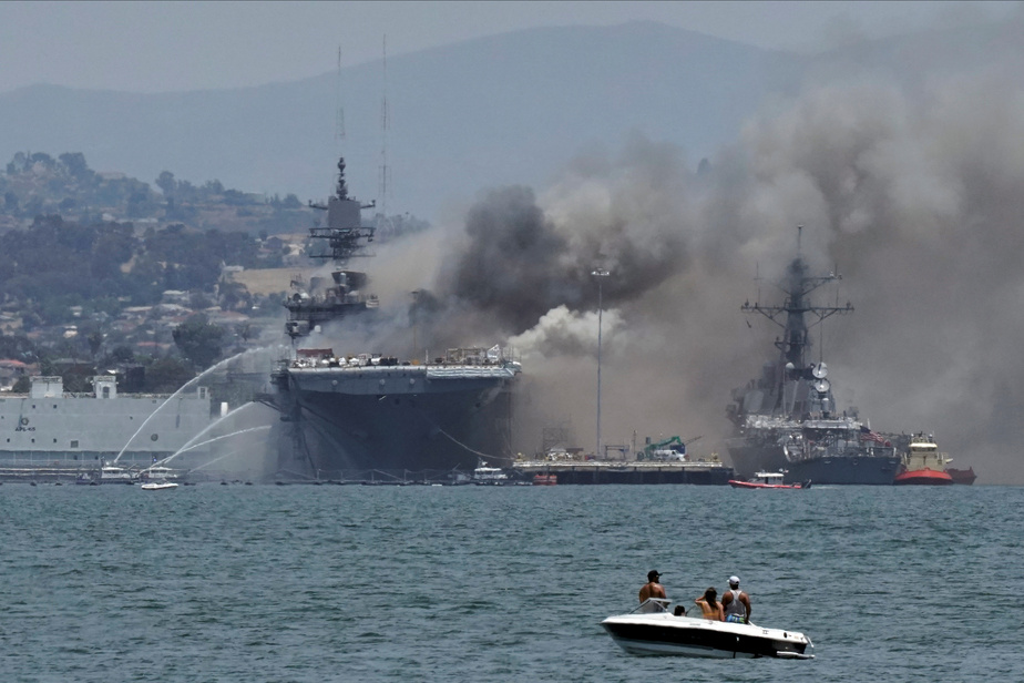 Vidéo : spectaculaire incendie à bord d'un navire militaire en Californie