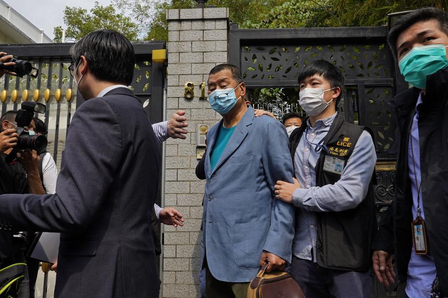 La police arrête au moins 14 militants pro-démocratie — Hong Kong