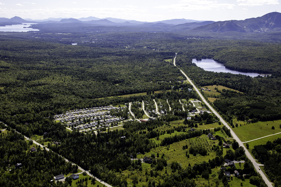 Le camping Magog Orford, dans les Cantons-de-l'Est, est bien installé juste à côté du parc national du Mont-Orford dans un secteur entouré par les lacs et les montagnes.