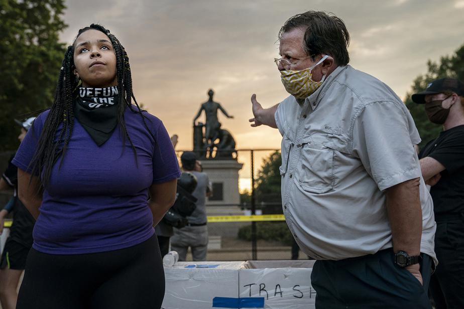 Retirer ou conserver le monument montrant un homme noir aux pieds du président américain Abraham Lincoln? Les points de vue se sont opposés au parc Lincoln, à Washington, l'été dernier. En lice pour la photo de l'année et dans la catégorie «Instantanés d'actualité».