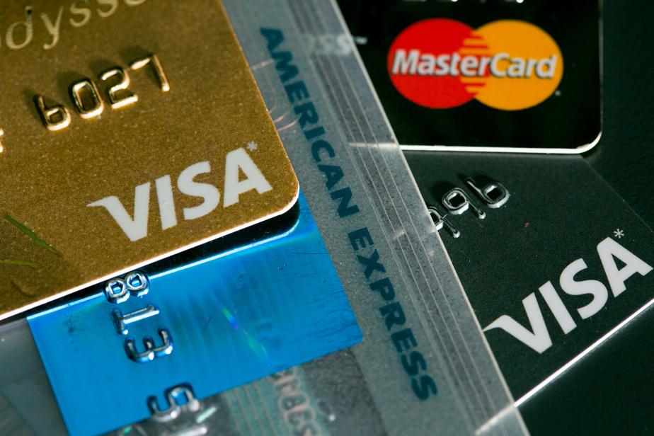 Frais de crédit: Québec solidaire fustige les banques