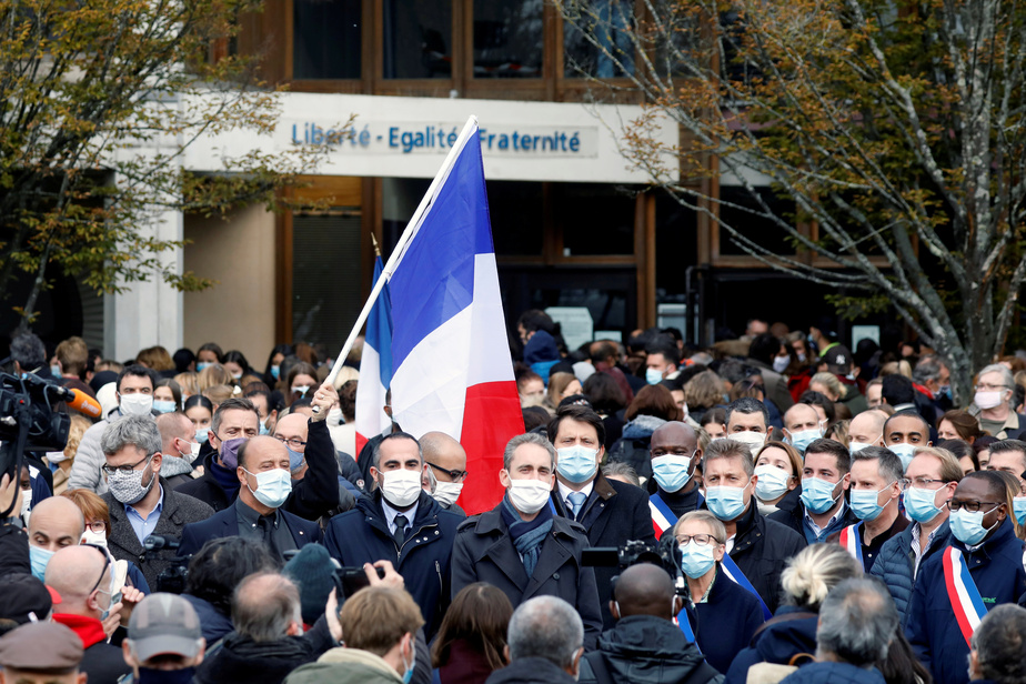 France : Enquête antiterroriste après la décapitation d'un professeur