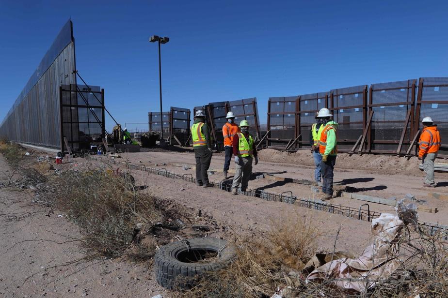 Des travailleurs s'apprêtent à couler la fondation d'une section du mur entre Columbus, au Nouveau-Mexique, et Ascension, dans l'État mexicain du Chihuahua, le 30novembre dernier.