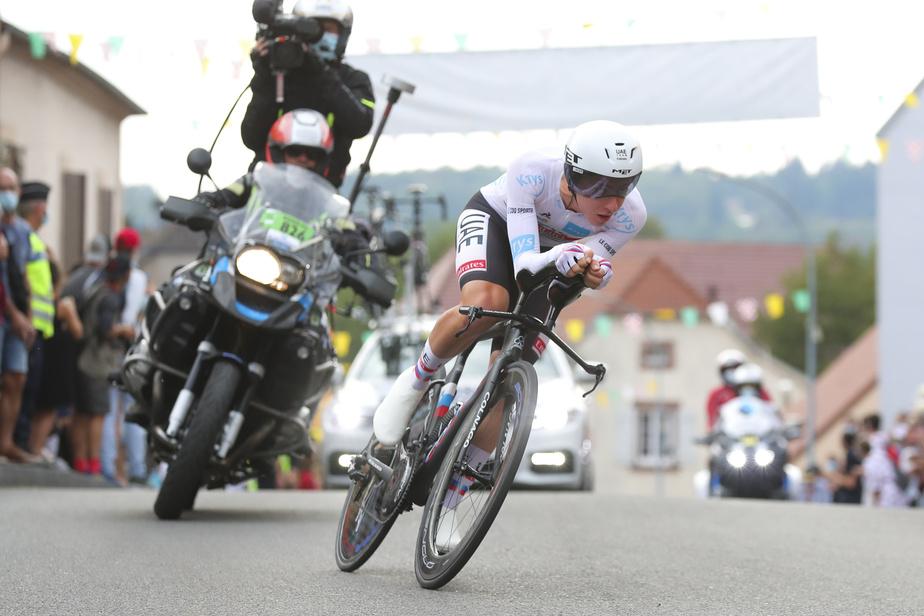 Pogačar a non seulement obtenu le maillot jaune à l'issue du contre-la-montre individuel, il a également gagné l'étape, qui se terminait avec une ascension vers le sommet de La Planche des Belles Filles, dans l'est de la France.