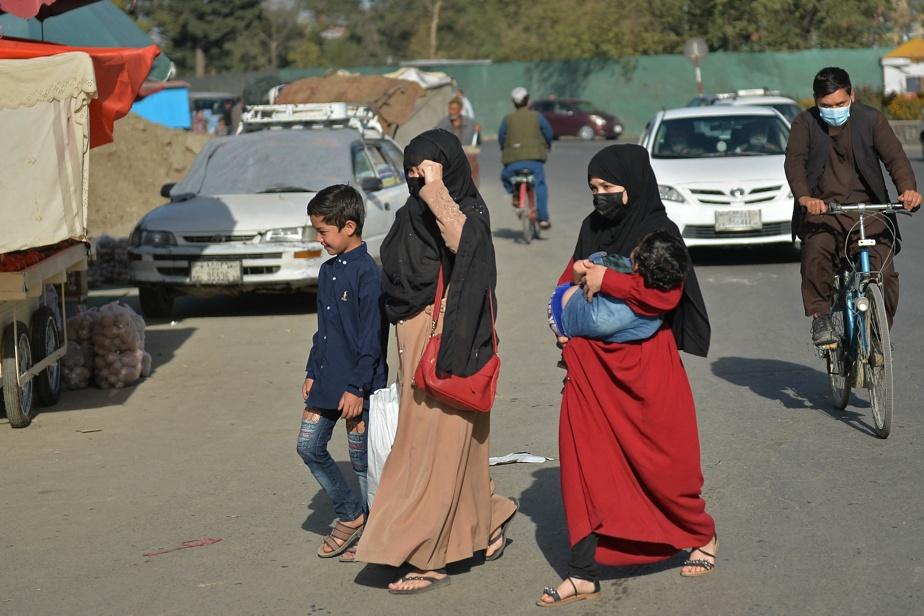 Travail et éducation L'angoisse des Afghanes face aux restrictions des talibans)