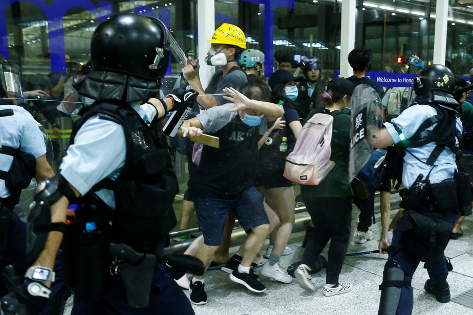 Pékin menace ouvertement d'intervenir — Hong Kong