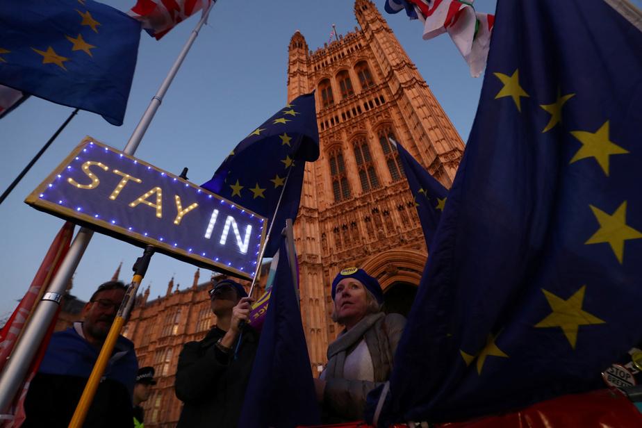 Les 27 d'accord pour un report, discutent de sa durée — Brexit