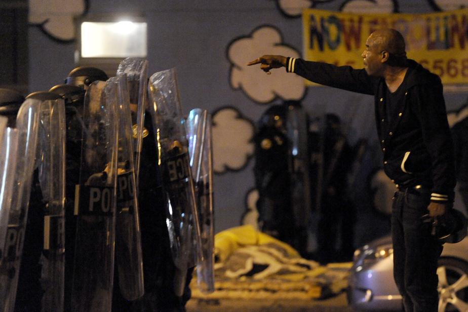 Homme noir tué par la police Arrestations et pillages à Philadelphie)