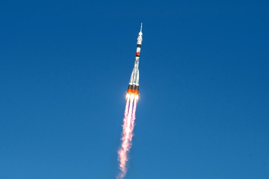 Équipage spatial en route pour le voyage express vers l'ISS