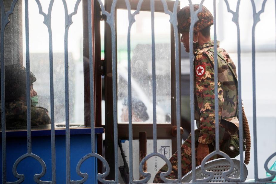 Coup d'État de l'armée en Birmanie, Aung San Suu Kyi arrêtée