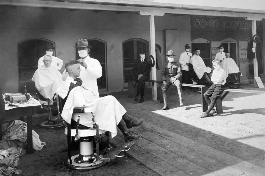 Chez le barbier en plein air sur le site de l'Université de Californie à Berkeley, en 1918