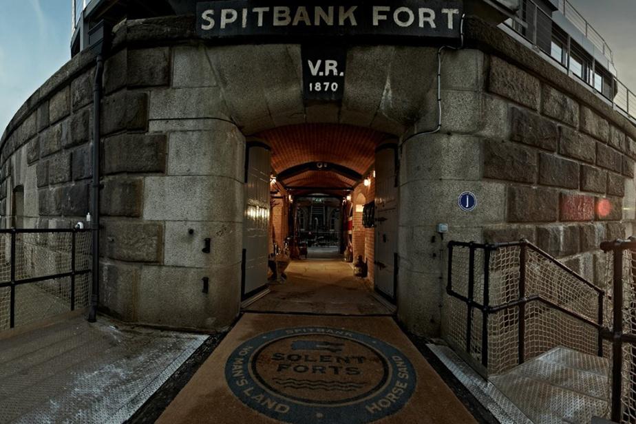 Bienvenue à Spitbank Fort! Faites comme chez vous ou faites-en votre chez-vous.