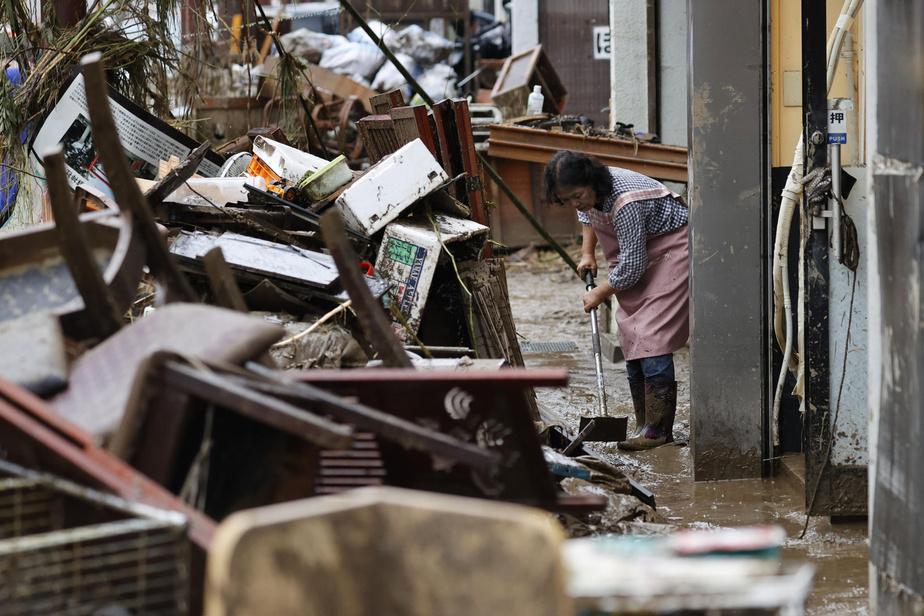 Japon : inondations meurtrières, les opérations de secours se poursuivent