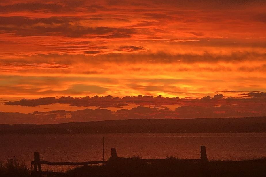 La baie des Chaleurs, qui porte parfois son nom à merveille, offrant des couchants brûlants. Ici, elle est vue à partir de Bonaventure.