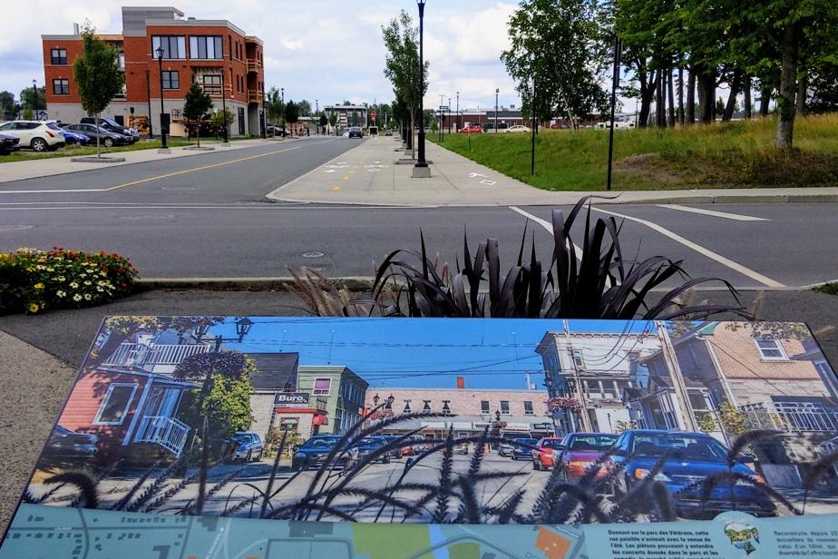 Un panneau explicatif aménagé au parc des Vétérans permet de voir à quel point le paysage urbain du centre-ville de Lac-Mégantic a été bouleversé par l'incendie du 6juillet2013.