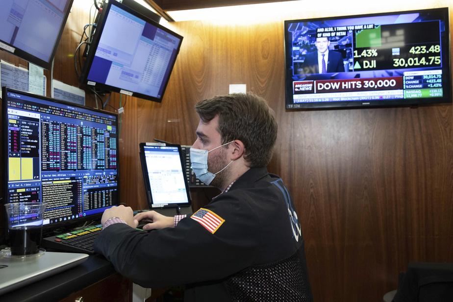 Le Dow Jones finit pour la première fois au-dessus des 30000points