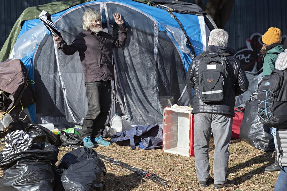 Campement Notre-Dame Les sans-abri invités à se relocaliser, certains refusent de bouger)