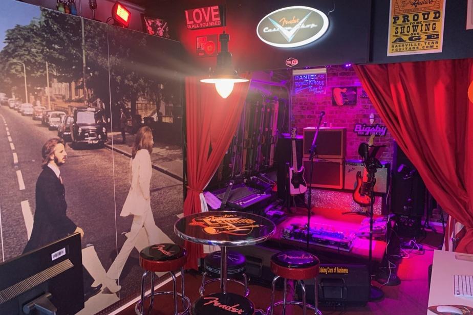 Daniel B.Lafrenière s'installe dans un coin de son garage pour travailler et il commence chaque journée avec le sourire, transporté au Cavern Club de Liverpool. Avec l'aide de sa conjointe et d'un ami, il a transformé l'espace en un studio de musicien. Tout y est: un tapis rouge, une scène, un piano, une trentaine d'instruments, une chaîne stéréo de 1500W, des jeux de lumière. Des armoires faites sur mesure présentent l'album Abbey Road, des Beatles. L'applique a été réalisée par une entreprise locale.