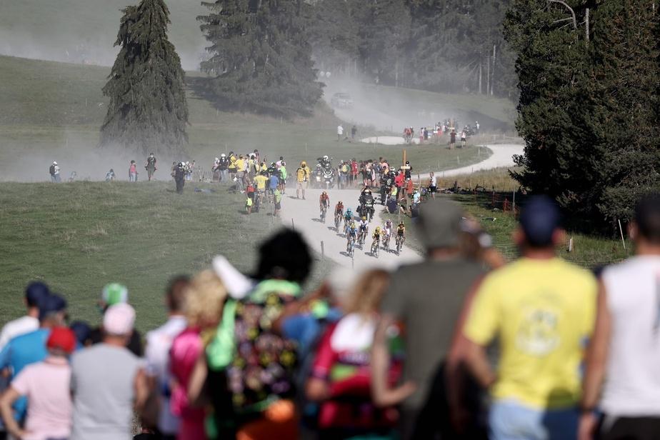 Un peu après midi, 150coureurs sont partis à l'assaut de l'étape finale dans les Alpes, vers La Roche-sur-Foron, la dernière manche en montagne hormis le contre-la-montre de samedi, à La Planche des Belles Filles.