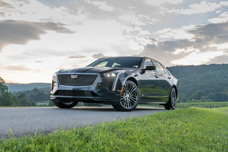 CadillacCT6– Alors que Cadillac restructure son offre de berlines avec les CT4 et CT5, la CT6 a été sacrifiée. La grande berline qui trônait au sommet de la gamme était très compétente sur le plan dynamique et basait ses assises sur un bon choix de moteurs optionnels. La faiblesse manifeste de ses ventes aura contribué à son départ.