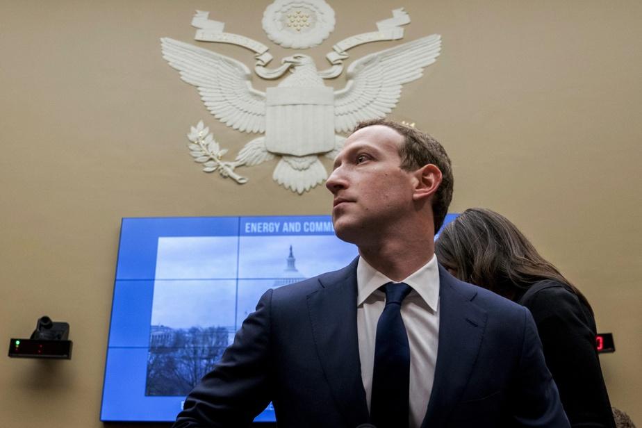 Une discussion privée de Mark Zuckerberg fuite sur le web — Facebook
