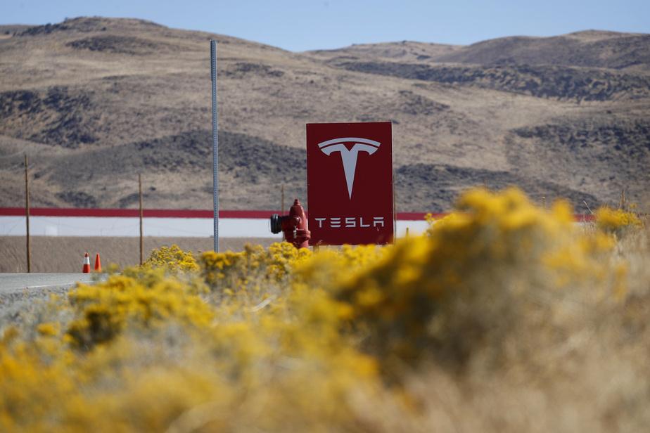 Tesla veut réduire de moitié le coût des batteries
