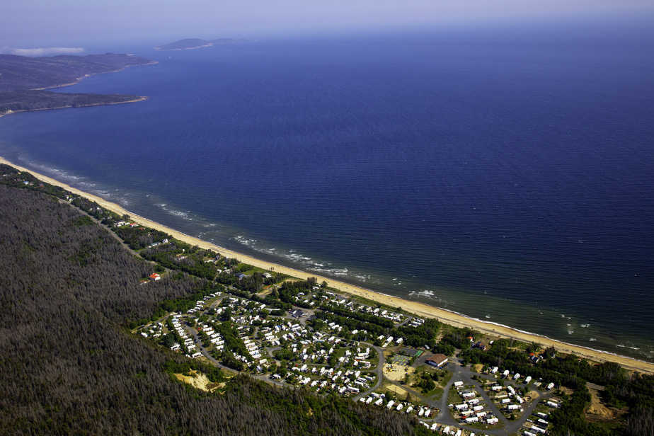 Le Club de camping caravaning Côte-Nord est situé directement sur les rives du fleuve Saint-Laurent, à Clarke City, près de Sept-Îles.