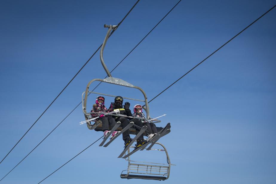 À la station de Ski Saint-Bruno, l'endroit était bondé, dimanche, comme presque chaque week-end.