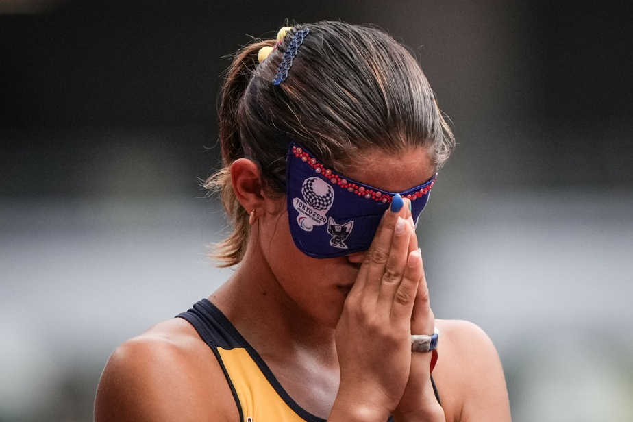 Thalita VitóriaSimplício da Silva prie avant de prendre place pour le 400m.