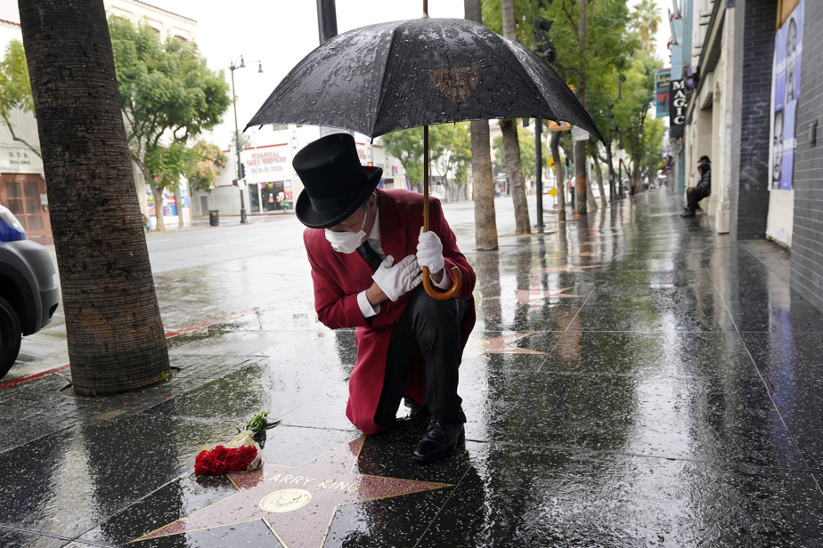 Gregg Donovan, ancien ambassadeur de Beverly Hills et ami de feu Larry King, a rendu hommage au présentateur sur le Hollywood Walk of Fame, samedi, jour de sa mort.