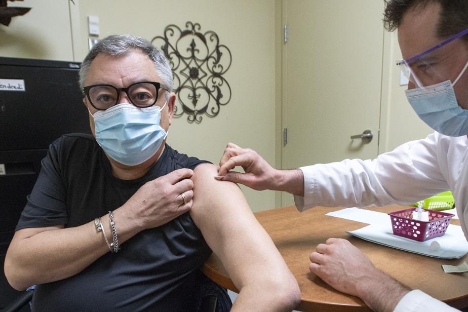 AstraZeneca Vers une baisse de l'age minimal pour recevoir le vaccin)