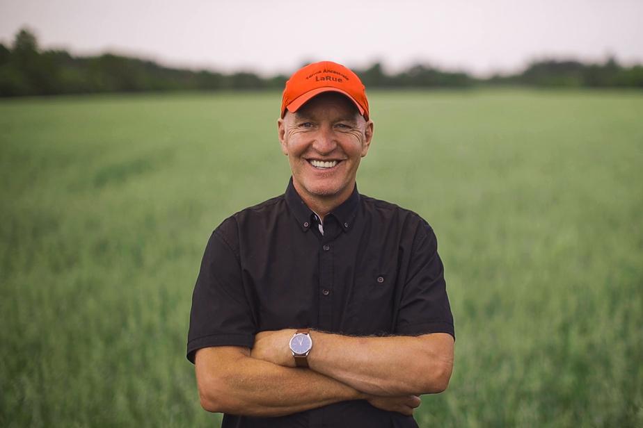 Denis, 60ans, producteur de maïs, est le doyen de la téléréalité.