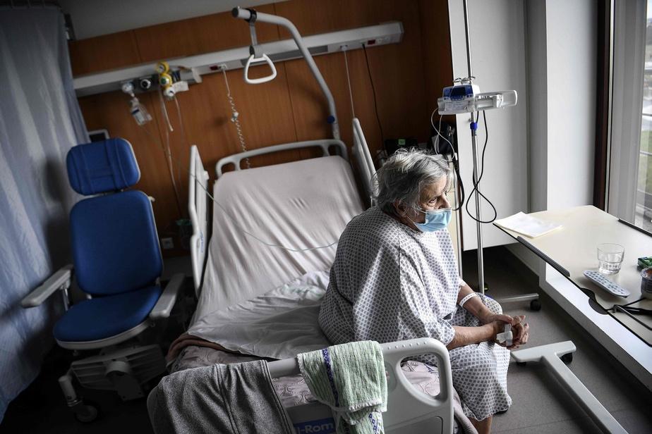 COVID-19 : près de 2 500 personnes en réanimation en France