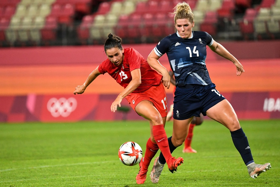 Soccer 4h– L'équipe canadienne de soccer féminin dispute son match de quart de finale contre le Brésil. On voit ici Evelyne Viens (en rouge).