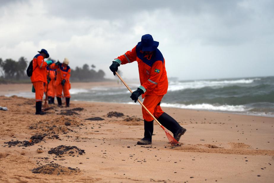 Marée noire au Brésil, un pétrolier battant pavillon grec comme