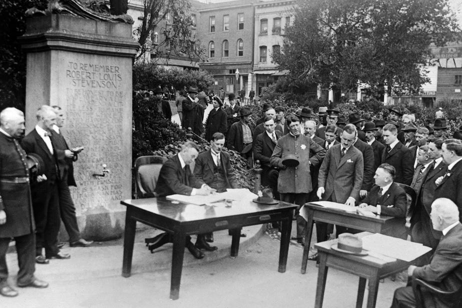 Aux États-Unis, les autorités avaient lancé un appel pour que les évènements publics se tiennent à l'extérieur afin de réduire les risques de contagion. Ici, un tribunal siège en plein air à San Francisco, en 1918.