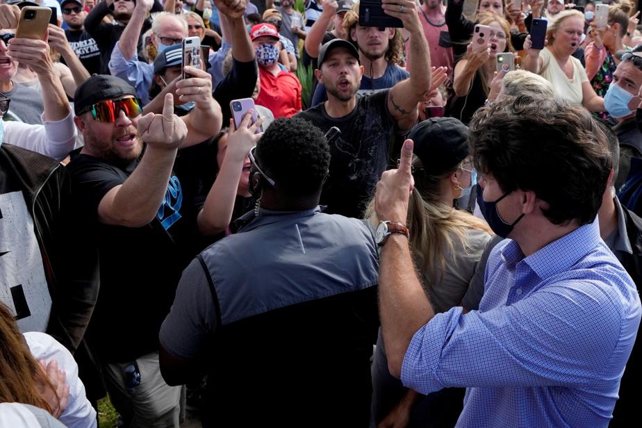 Justin Trudeau pourchassé par des manifestants  | Une enquête sera menée par la police de London